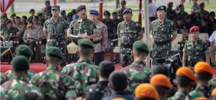 Panglima TNI Marsekal Hadi Tjahjanto saat memimpin apel pengamanan pelantikan presiden dan wakil presiden di Monas, Jakarta, Kamis (17/10). (Foto: screenshot CNN Indonesia)