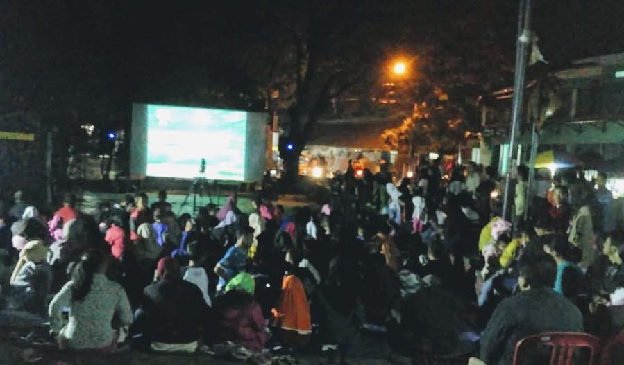 Suasana nobar di Cikambuy Hilir yang penuh kekecewaan (Foto: Enu Wiharja)