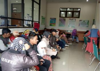 Antrian sidang cerai di Pengadilan Agamas Soreang (Foto: dela/dinda)