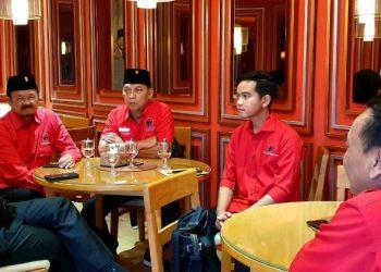 Putra Presiden RI Joko Widodo, Gibran Rakabuming Raka (dua kiri), ikut fit and proper test calon wali kota Solo di DPP PDIP. Foto: DPP PDIP