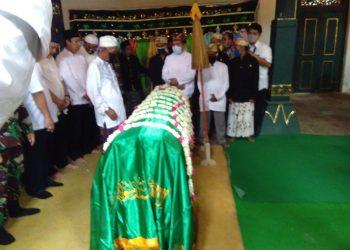 Jenazah Sultan Sepuh ke-XIV Keraton Kasepuhan Cirebon Pangeran Raja Adipati (PRA) Arief Natadiningrat. Foto : Charles/dara.co.id)