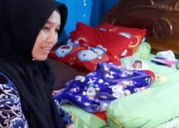 Dedeh tiba-tiba melahirkan, padahal tidak merasa hamil (Foto: Dadang Hermansyah/detikcom).