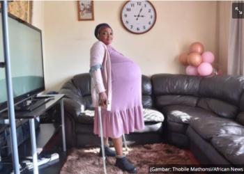 Gosiame Thamara Sithole yang melahirkan 10 anak, dari Kotapraja Tembisa di Ekurhuleni. (Gambar: Thobile Mathonsi/African News Agency (ANA)/tribunnews.com)