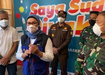 Bupati Indramayu Nina Agustina   mengapresiasi program vaksinasi tahap 2 yang diadakan di Pertamina Refinery Unit VI Balongan (Foto: Istimewa)