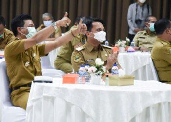 Bupati Bandung Dadang Supriatna bersama wakilnya Sahrul Gunawan menghadiri Penghargaan Bedas Award, 99 Hari Kerja Bupati dan Wakil Bupati Bandung di Gedung Moh. Toha, Soreang, Senin (2/8/2021). (Foto: Humas Pemkab Bandung)