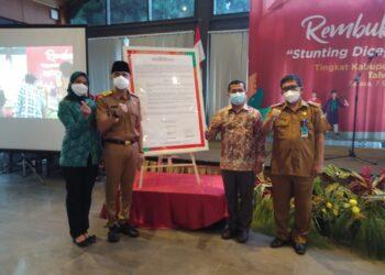 Pelaksana Tugas (Plt) Bupati Bandung Barat Hengky Kurniawan memantau program stuntuing di Parongpong, Bandung Barat pada Selasa (7/9/2021). (Foto: ist)