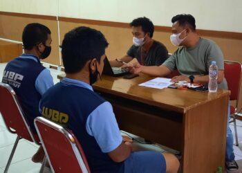 Tersangka menjalani pemeriksaan di Lapas Kelas IIB Garut, Jalan KH.Hasan Arif, Kecamatan Banyuresmi, Kabupaten Garut (Foto: istimewa)