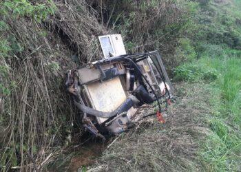 Kendaraan offroad Land Rover Masuk Jurag tergelincir ke jurang sedalam kurang lebih 30 meter di Kampung/Desa Warnasari Kecamatan Pangalengan, Kabupaten Bandung, Jawa Barat Rabu (20/10/2021). (Foto: ist)