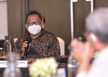 """Deputi Bidang Polhukam, Setkab, Purnomo Sucipto pada DKT """"Konvergensi Pers dan Transformasi Digital (Publishers' Rights)"""", Kamis (21/10/2021), di Jakarta. (Foto: Humas Setkab/Agung)"""